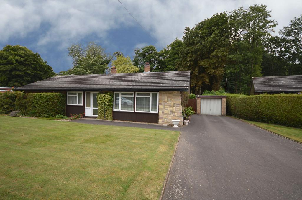 3 Bedrooms Detached Bungalow for sale in Softley Drive, Cringleford