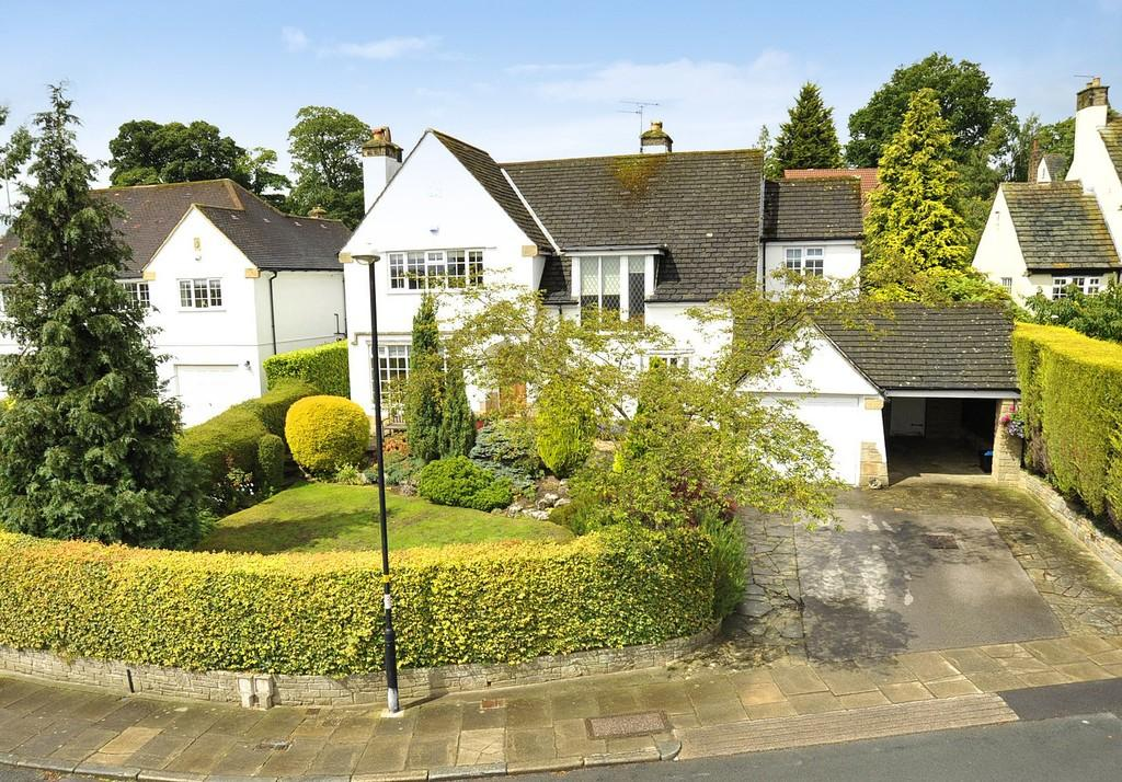 4 Bedrooms Detached House for sale in Burn Bridge Oval, Burn Bridge