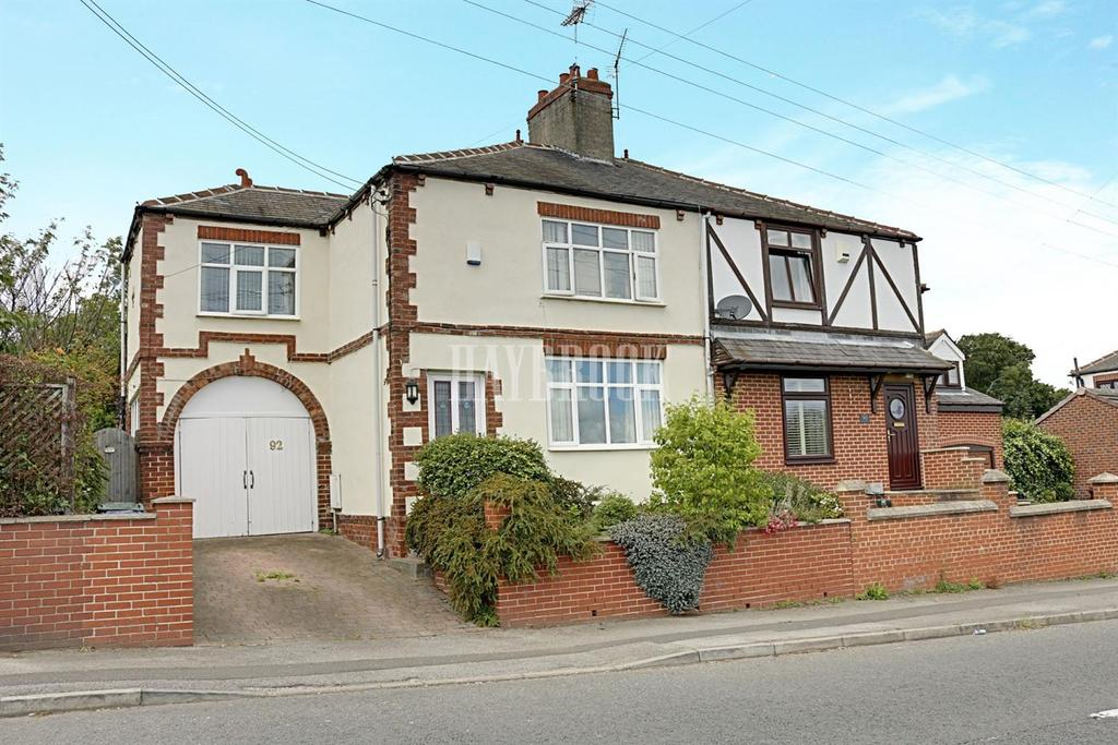 3 Bedrooms Semi Detached House for sale in Hemingfield Road, Hemingfield