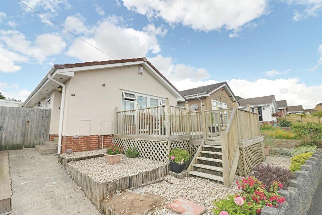 2 Bedrooms Bungalow for sale in Kestrel View, Hengoed