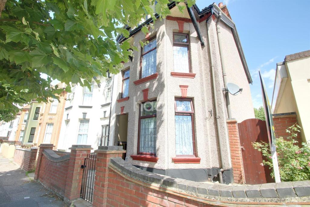 4 Bedrooms Semi Detached House for sale in St Helens Road