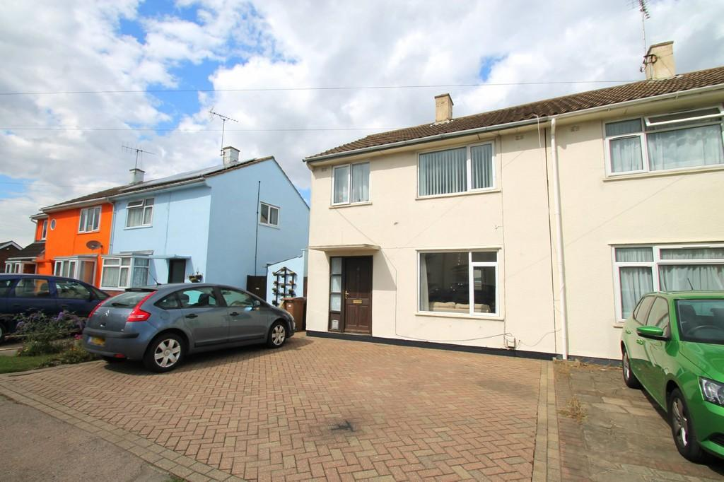 3 Bedrooms Semi Detached House for sale in Forest Drive, Chelmsford