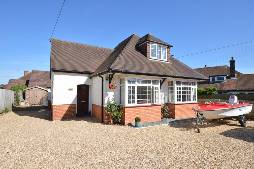 4 Bedrooms Detached House for sale in Barton on Sea, New Milton