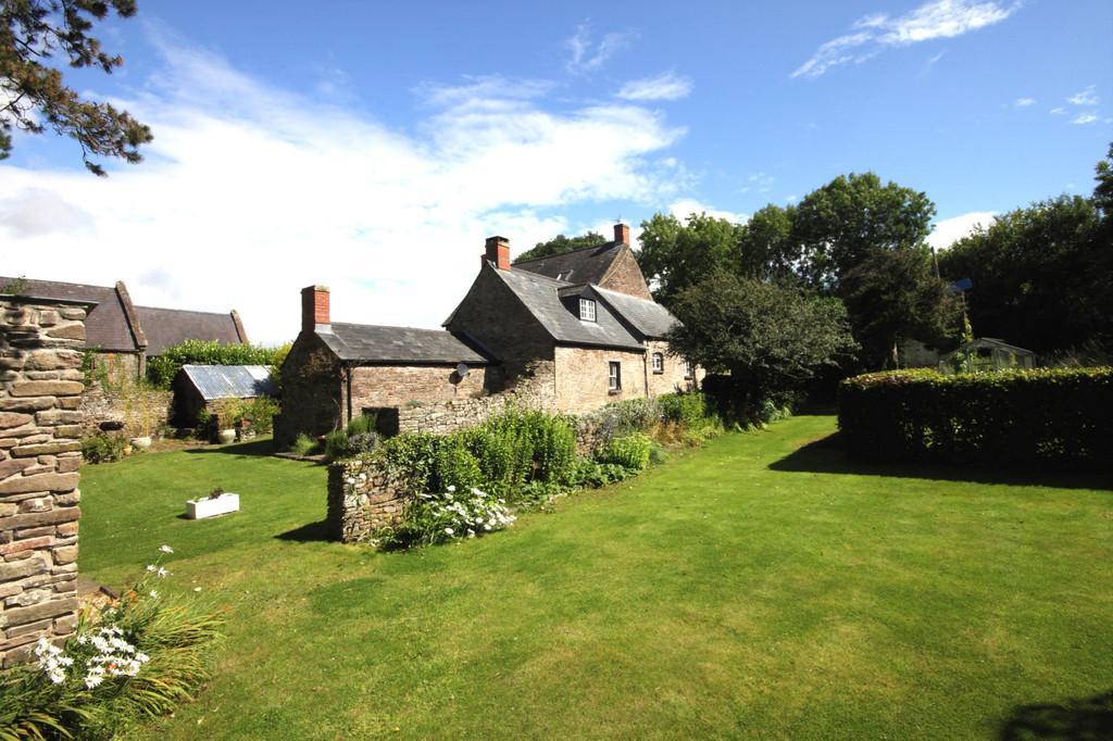 4 Bedrooms Detached House for sale in Gwernesney, Usk