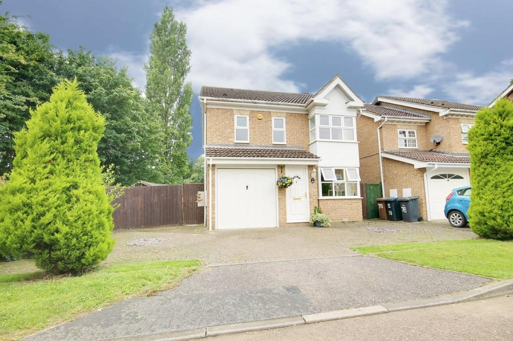 3 Bedrooms Detached House for sale in Lawrence Avenue, Stanstead Abbotts