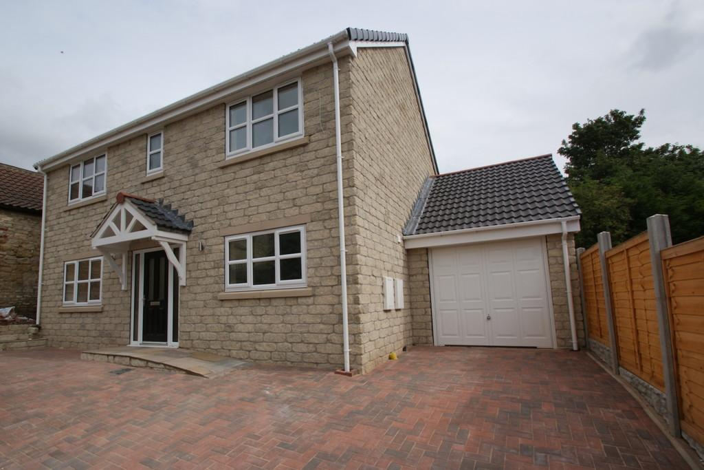 4 Bedrooms Detached House for sale in Priory Road, Norton