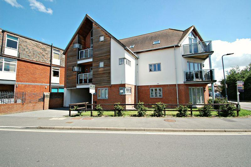 2 Bedrooms Apartment Flat for sale in Charles Street, PETERSFIELD, Hampshire, GU32