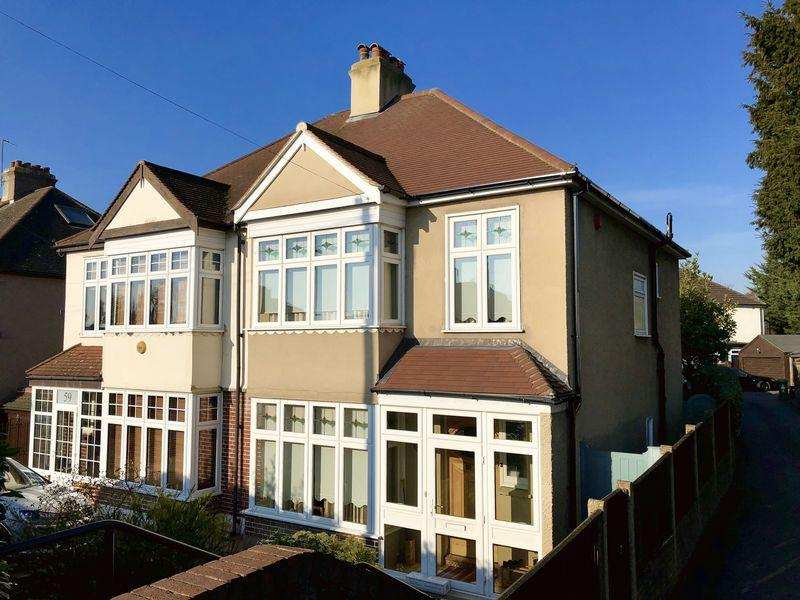 4 Bedrooms Semi Detached House for sale in Arbuthnot Lane, Bexley