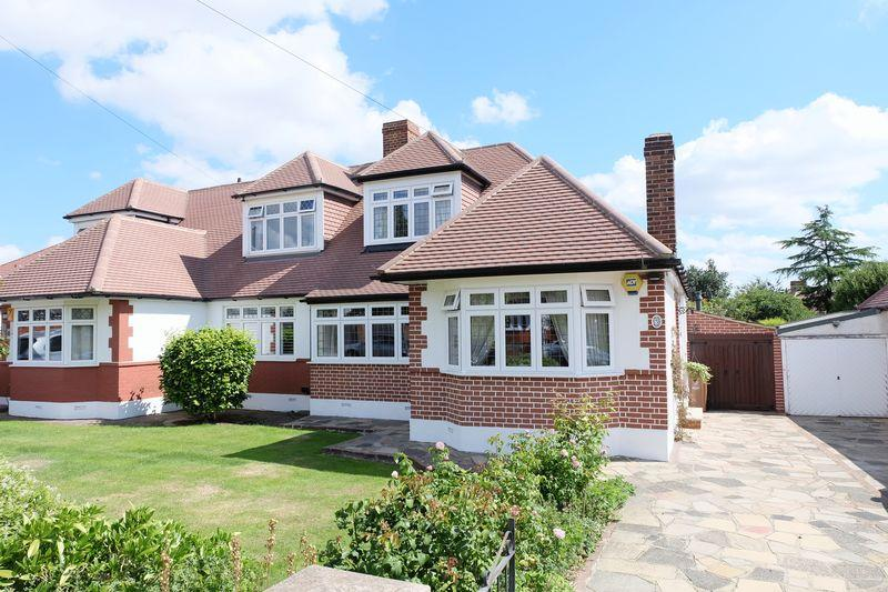 3 Bedrooms Bungalow for sale in Lenham Road, Bexleyheath