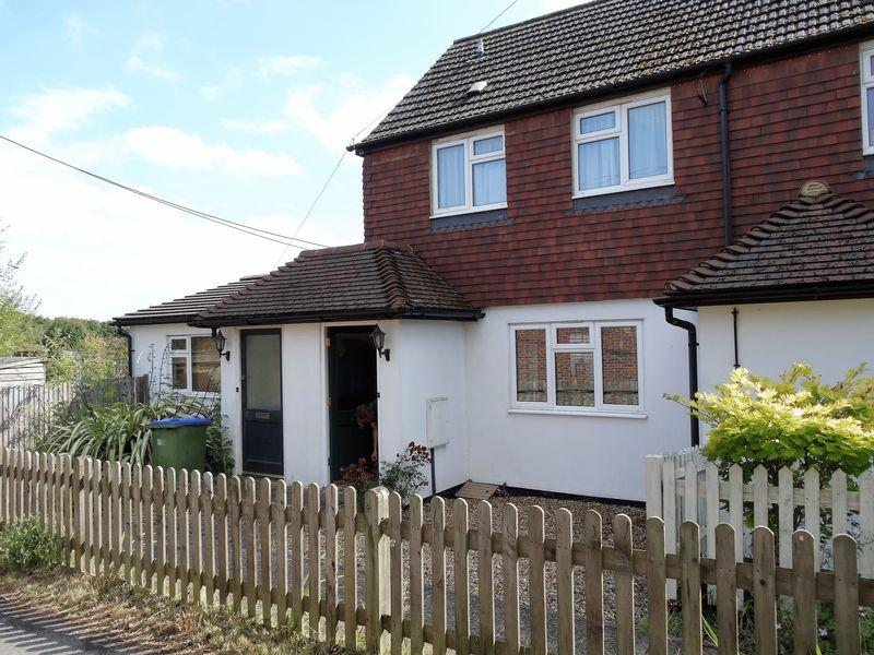 2 Bedrooms Terraced House for sale in Jubilee Road, Horsham