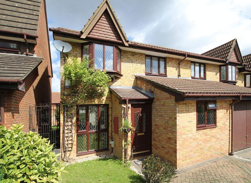 3 Bedrooms Terraced House for sale in Mistletoe Close, Shirley Oaks Village