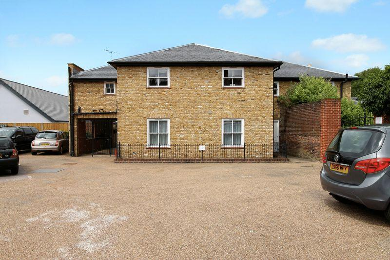 2 Bedrooms Flat for sale in Town Centre, Godalming