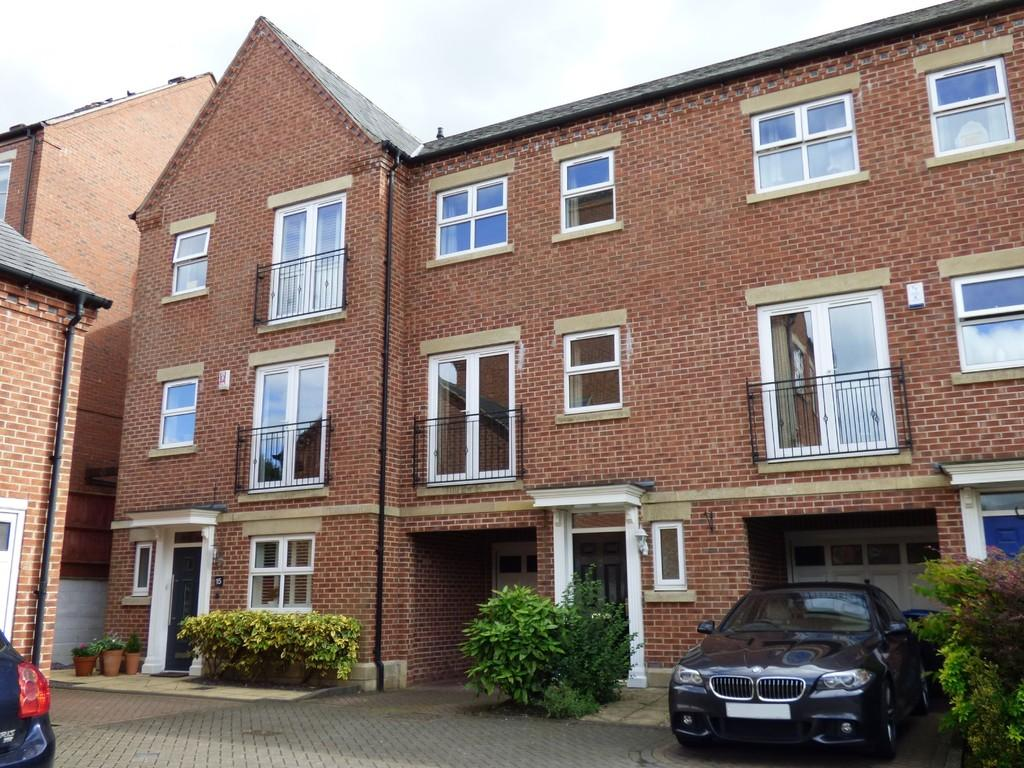 3 Bedrooms Terraced House for sale in Thornley Place, Ashbourne