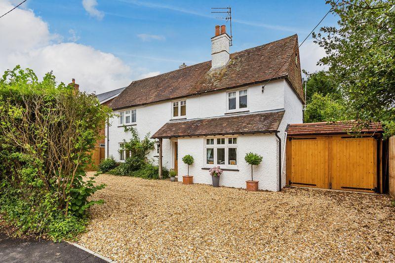 4 Bedrooms Detached House for sale in Back Lane, Farnham