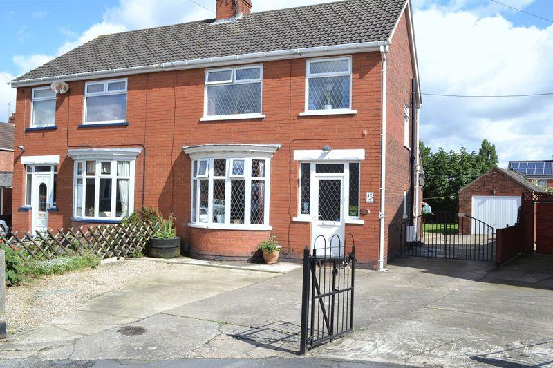 3 Bedrooms Semi Detached House for sale in Maple Tree Close East, Scunthorpe