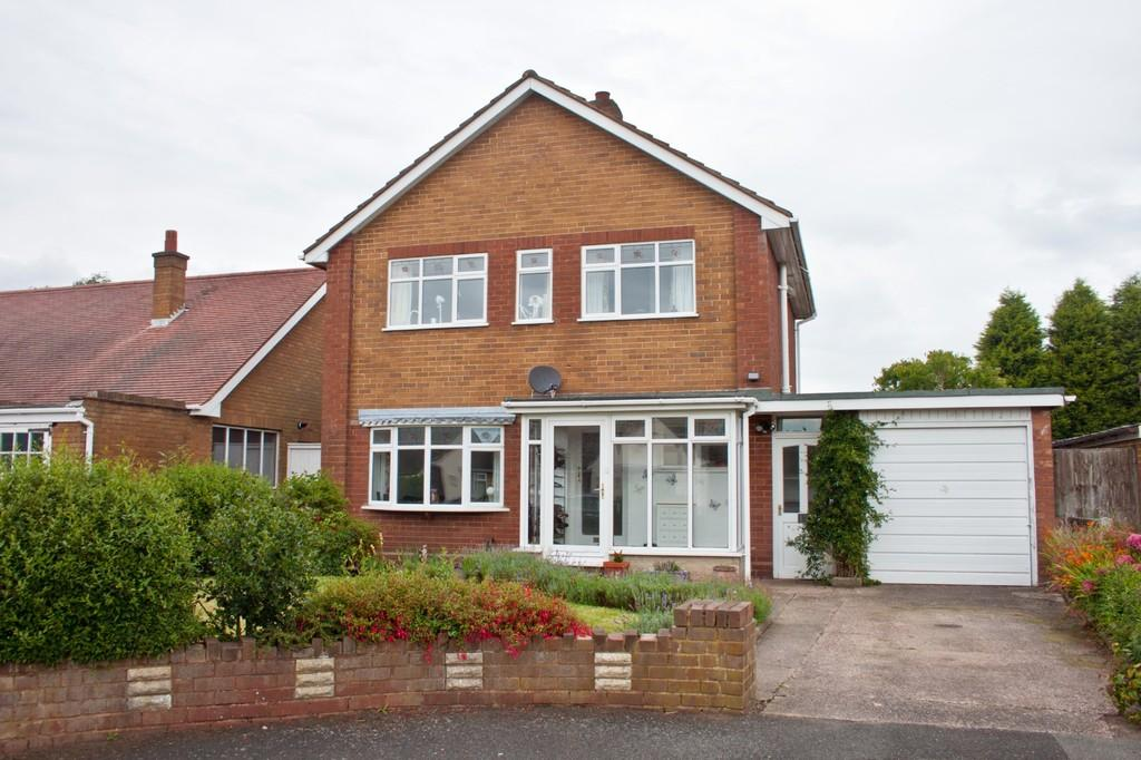 3 Bedrooms Detached House for sale in Maple Close, Chasetown