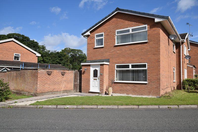 3 Bedrooms Semi Detached House for sale in Wenlock Road, Runcorn