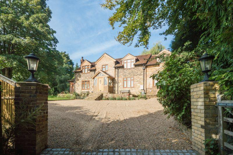 4 Bedrooms Detached House for sale in Petham