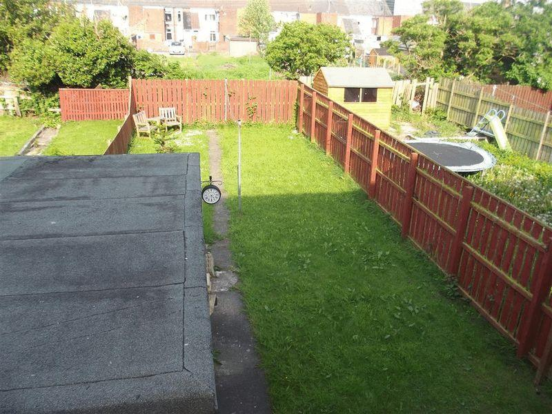 2 Bedrooms Semi Detached House for sale in Waverley Drive, Bedlington