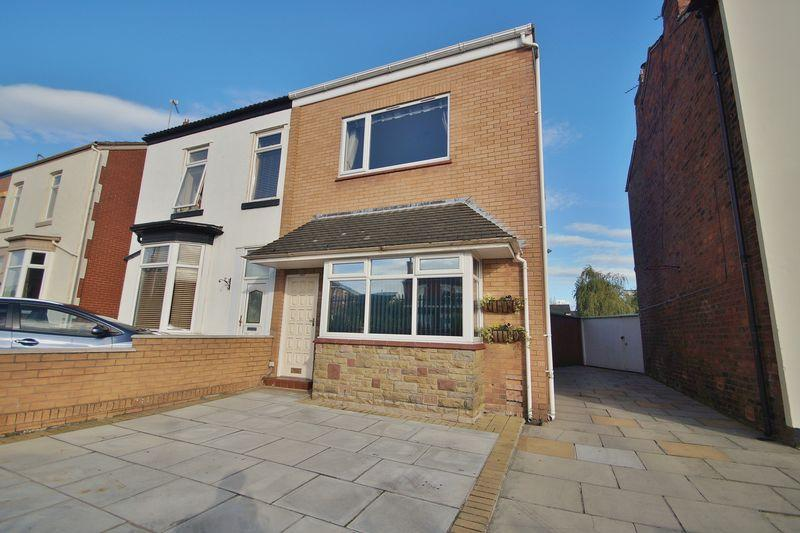 2 Bedrooms Semi Detached House for sale in Railway Street, Southport