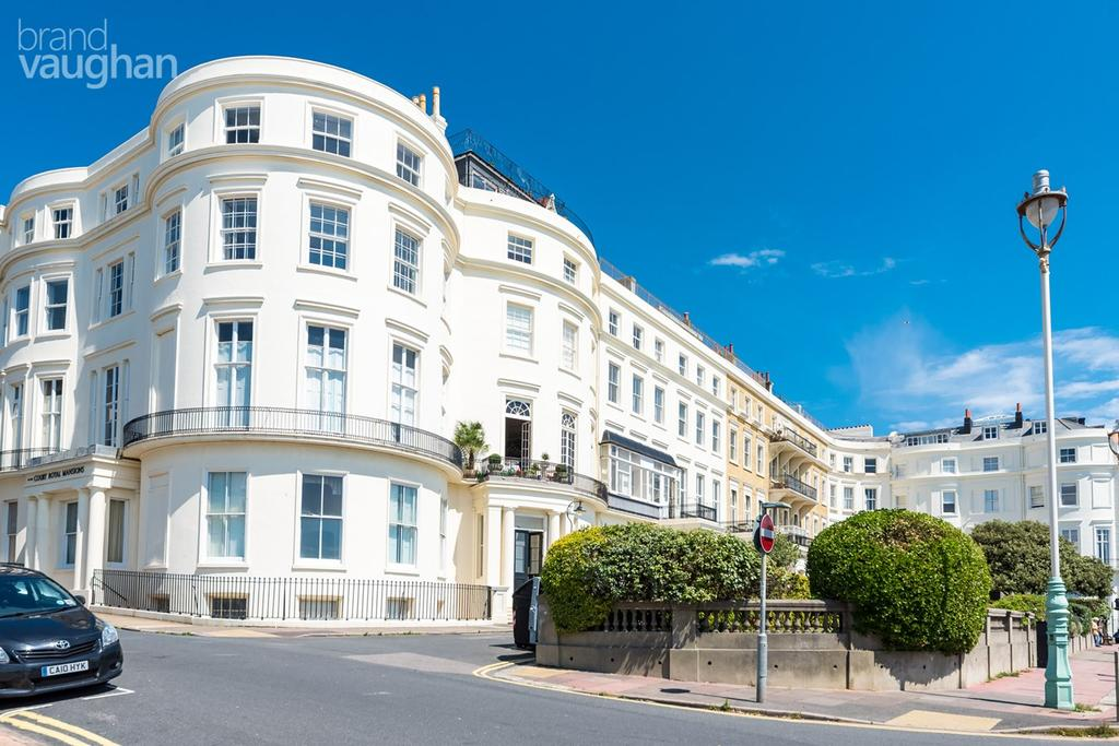 3 Bedrooms Apartment Flat for sale in 2 Eastern Terrace, Brighton, BN2