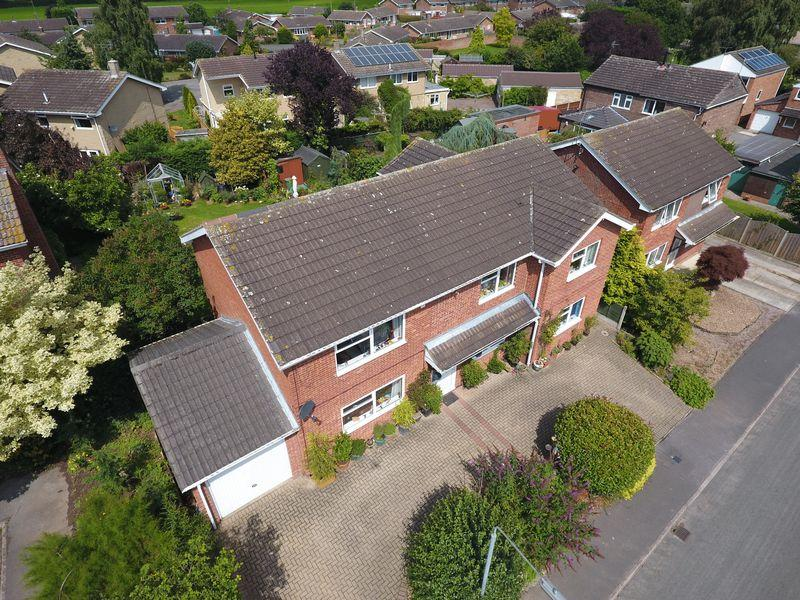 5 Bedrooms Detached House for sale in Southfall Close, Ranskill, Retford