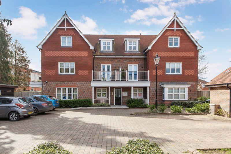 2 Bedrooms Apartment Flat for sale in Carlton Place, Marlow