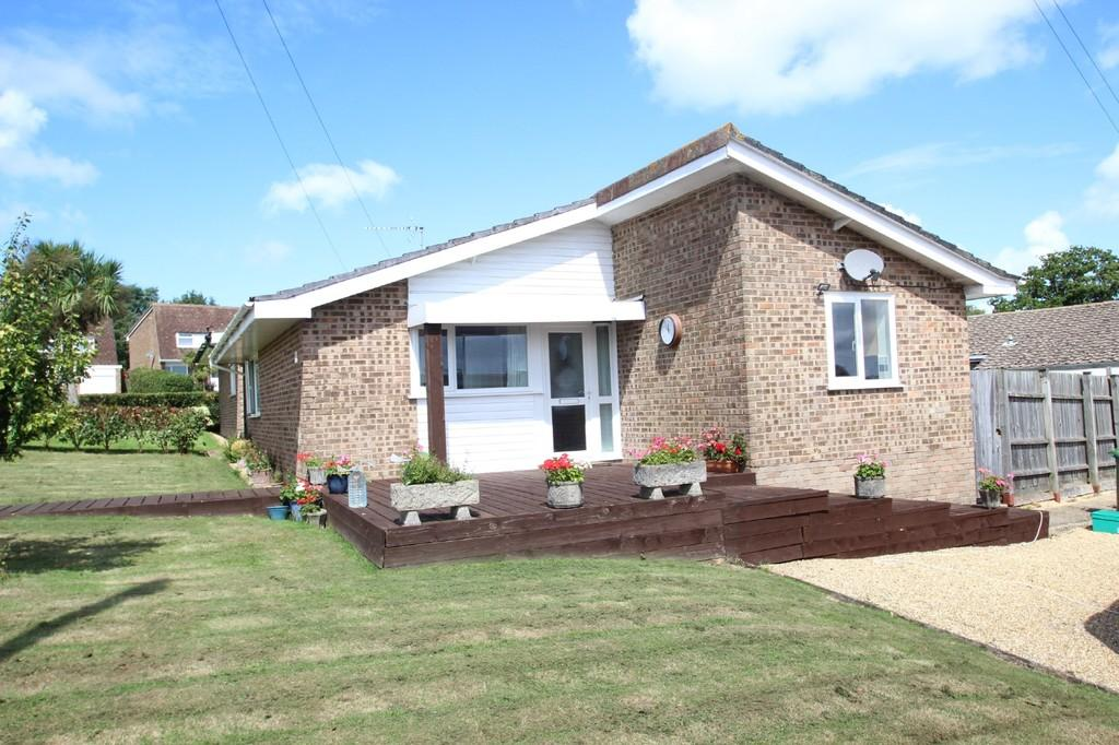 2 Bedrooms Detached Bungalow for sale in St. Edmunds Walk, Wootton Bridge