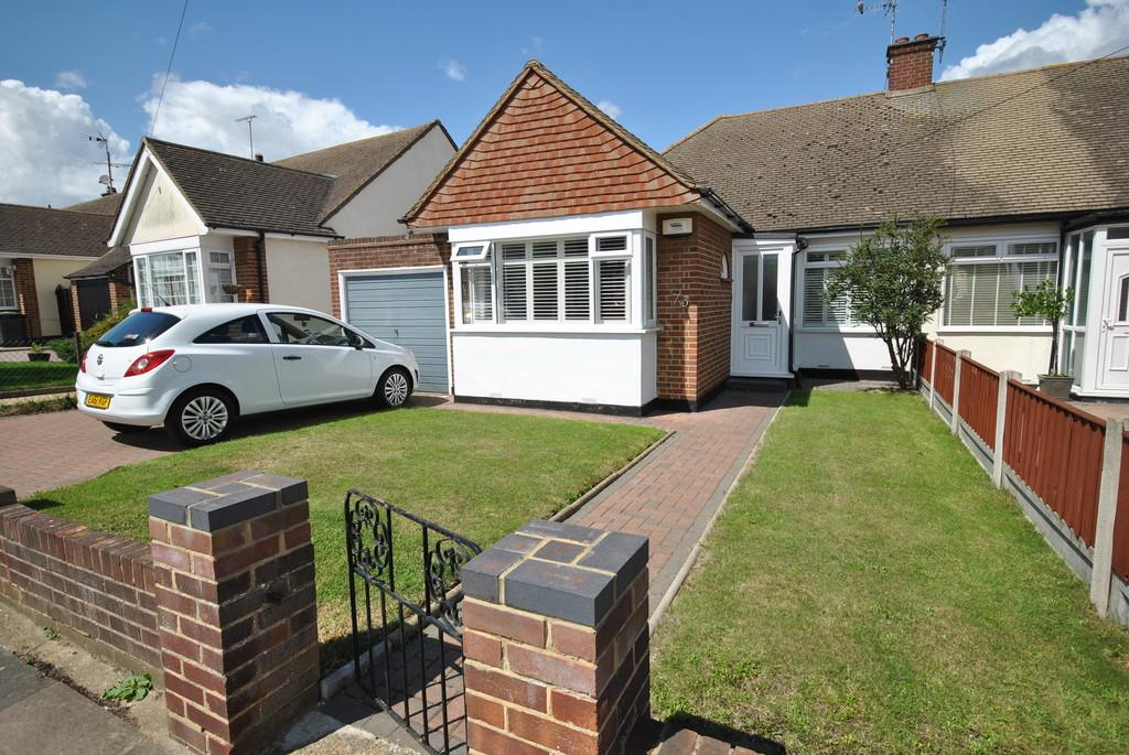 2 Bedrooms Semi Detached Bungalow for sale in Moor Park Gardens, Leigh-on-Sea