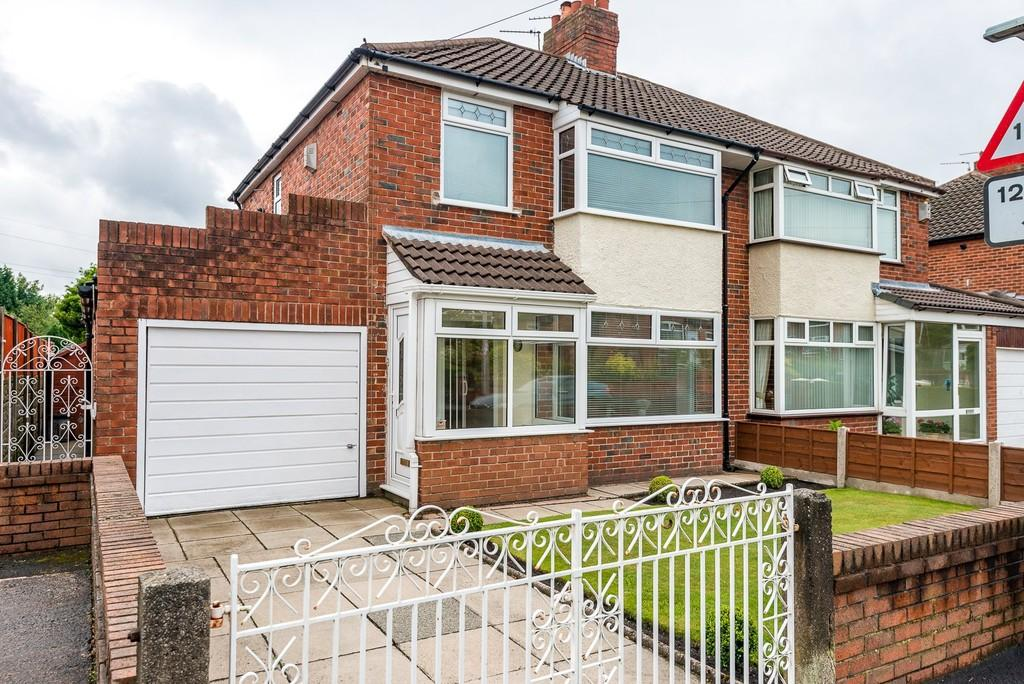 3 Bedrooms Semi Detached House for sale in Carr Mill Road, St. Helens