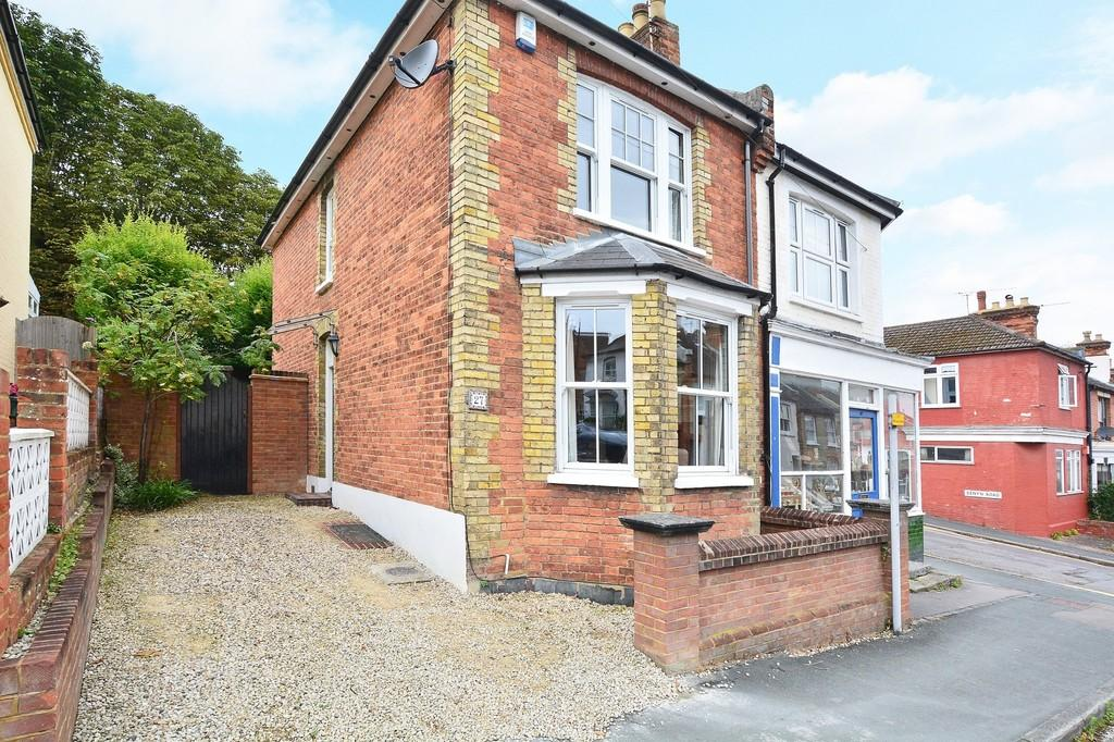 2 Bedrooms Semi Detached House for sale in Denzil Road, Guildford