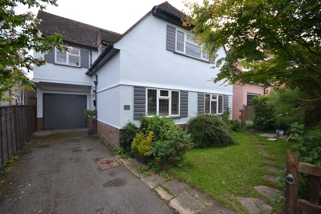 3 Bedrooms Detached House for sale in Highfields, Dumow