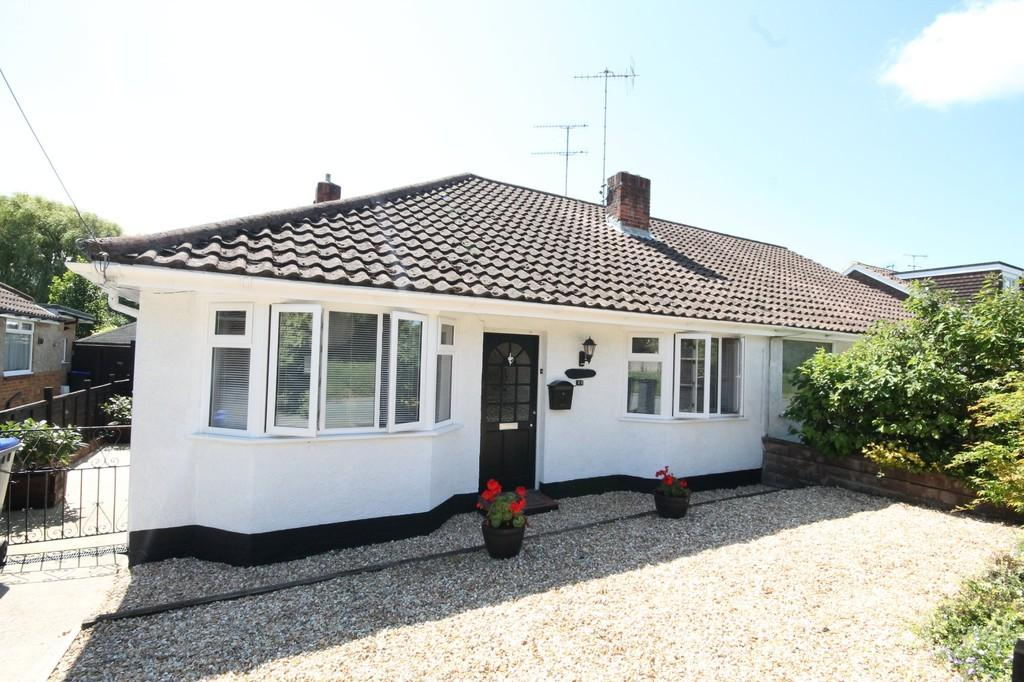 2 Bedrooms Semi Detached Bungalow for sale in Old Shoreham Road, Lancing, BN15 0QZ