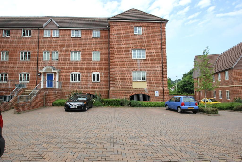 2 Bedrooms Flat for sale in Peel Close, Verwood
