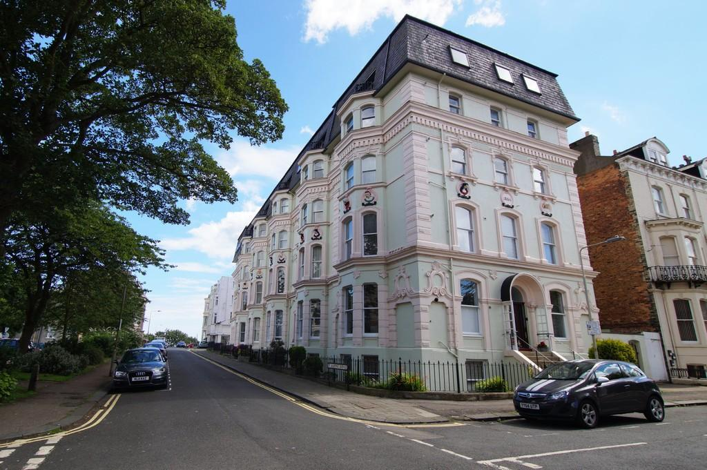 2 Bedrooms Apartment Flat for sale in Fairview Court, St. Martins Avenue