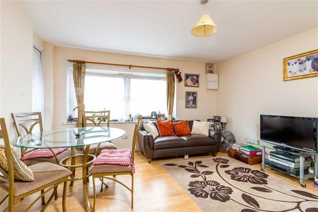 3 Bedrooms Flat for sale in Glenister Street, North Woolwich