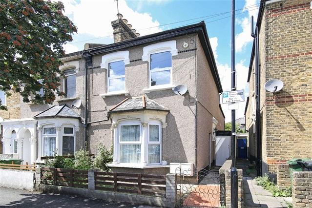 2 Bedrooms Flat for sale in St Georges Road, Leyton