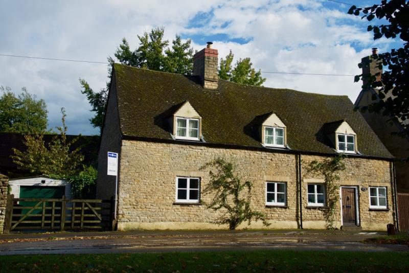 4 Bedrooms Detached House for sale in Briar Cottage, Weston Road, Bletchingdon, Kidlington, Oxfordshire