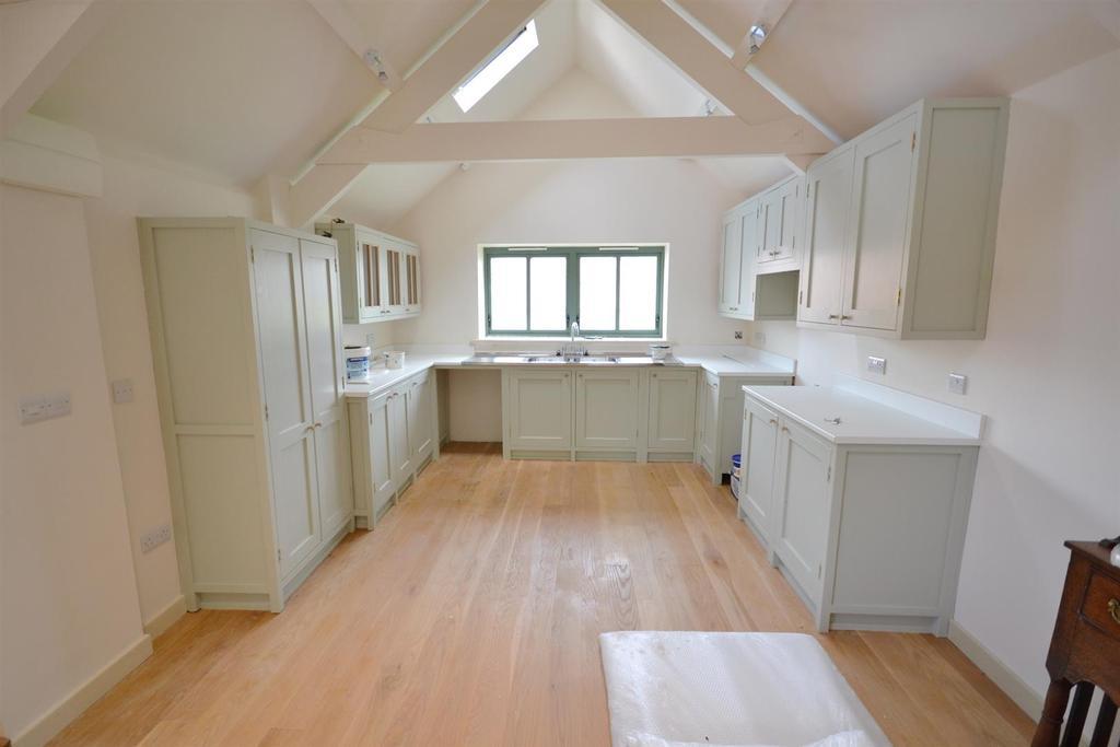 4 Bedrooms Detached House for sale in Hodgeston, Pembroke
