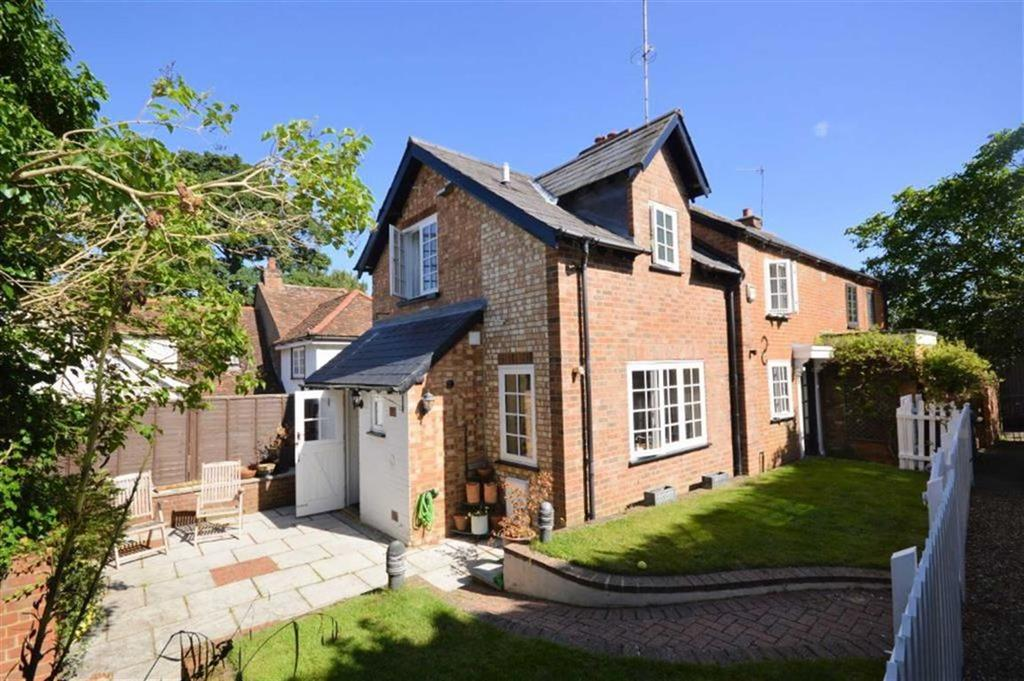 3 Bedrooms Semi Detached House for sale in Hobbs Hill, Welwyn Village
