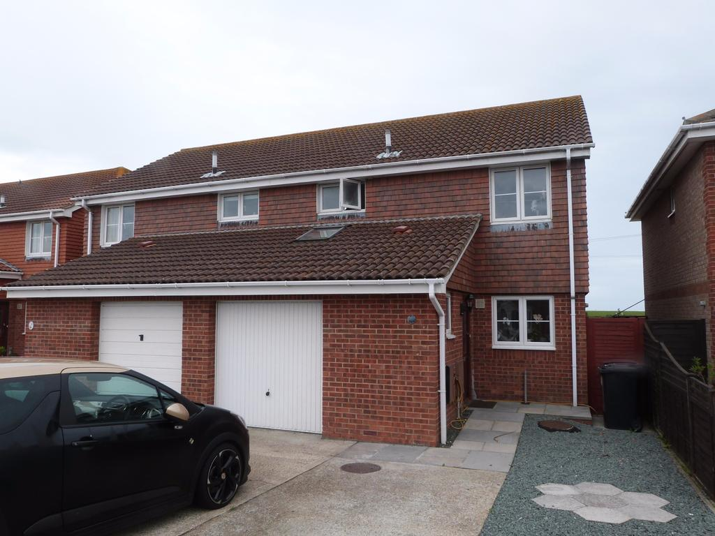 3 Bedrooms Semi Detached House for sale in Blackberry Lane, Selsey