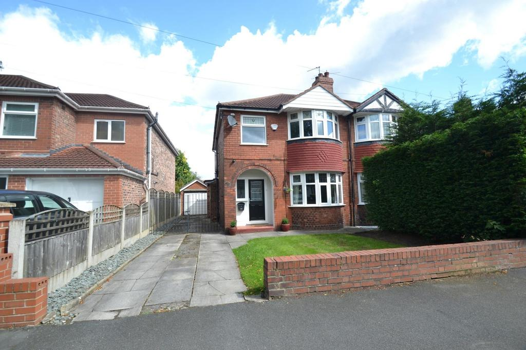 3 Bedrooms Semi Detached House for sale in Cranleigh Drive, Brooklands, Sale