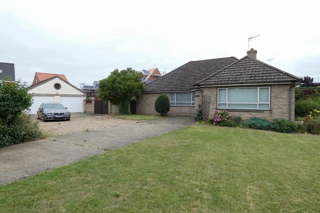 5 Bedrooms Detached Bungalow for sale in The Street, Beck Row