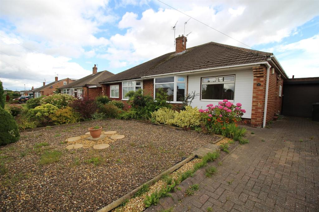 2 Bedrooms Semi Detached Bungalow for sale in Rayleigh Drive, Wideopen