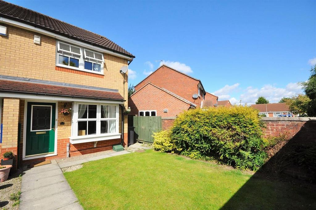 2 Bedrooms Town House for sale in Roseberry Grove, Clifton Moor
