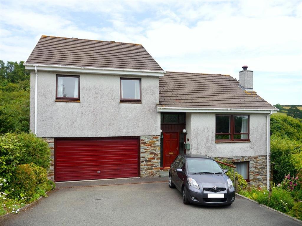 4 Bedrooms Detached House for sale in Heron Close, Tresillian, Truro