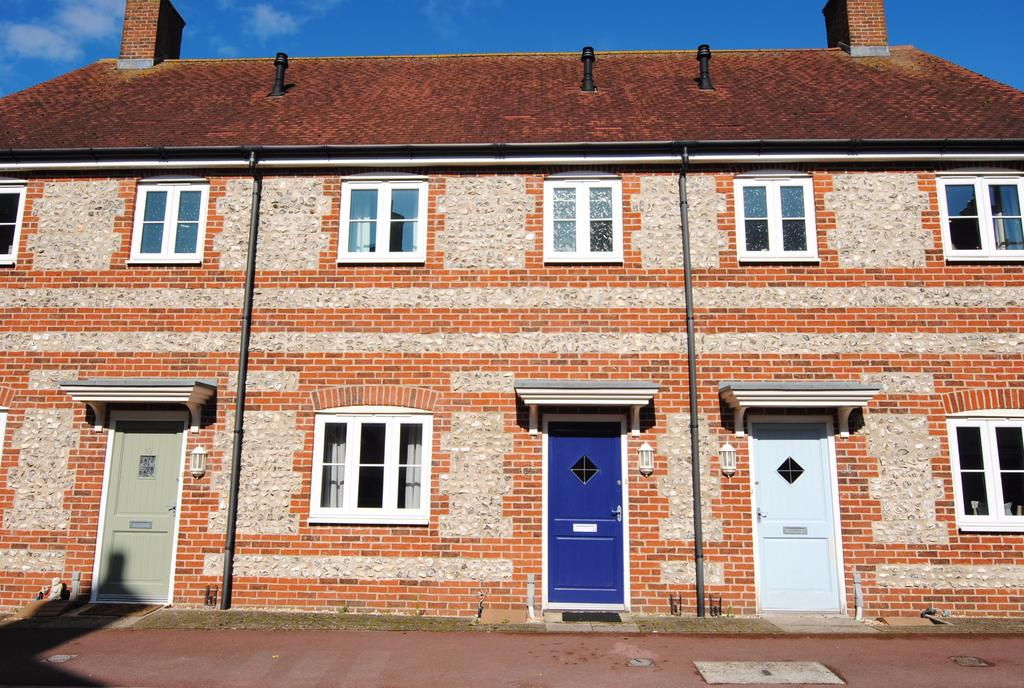 3 Bedrooms Terraced House for sale in Kilford Close, Amesbury, Salisbury, SP4 7XS.