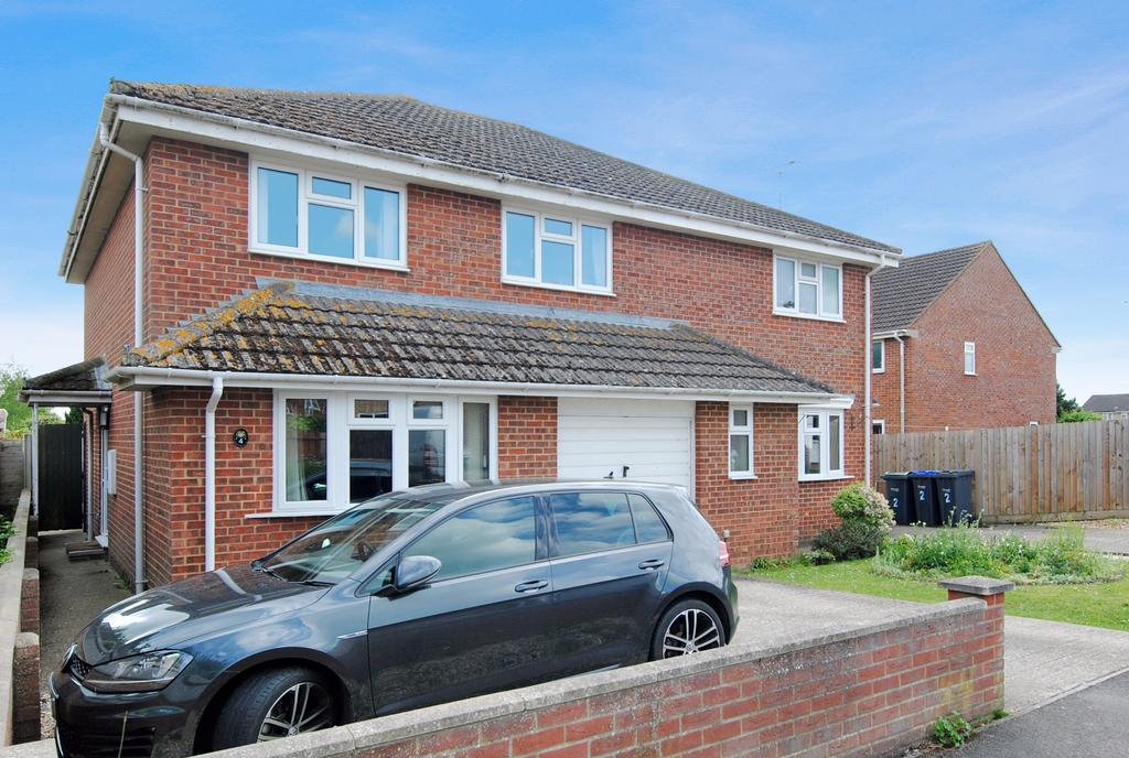 3 Bedrooms Semi Detached House for sale in Durrington