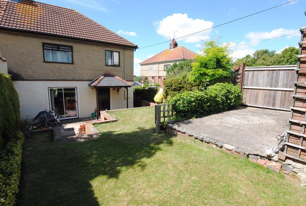 3 Bedrooms Terraced House for sale in Lynchfield Road, Amesbury, Salisbury, SP4 7HY.