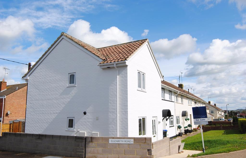 2 Bedrooms End Of Terrace House for sale in Coronation Road, Durrington, Salisbury, SP4 8EB.